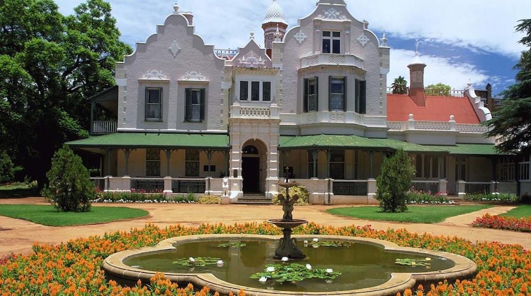 Pretoria qui includes fontaine, maison et fleurs