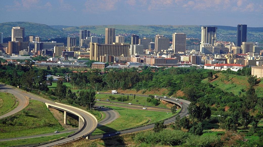 Pretoria mettant en vedette ville et silhouettes urbaines