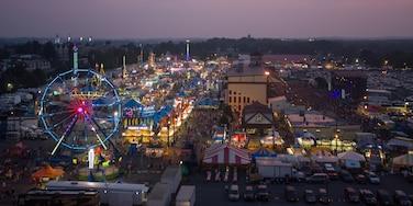 亞蘭敦 呈现出 夜景, 遊樂設施 和 節慶