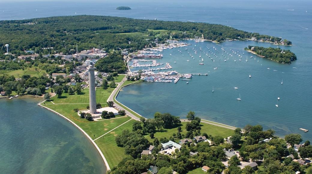 Sandusky showing a bay or harbor, general coastal views and a coastal town
