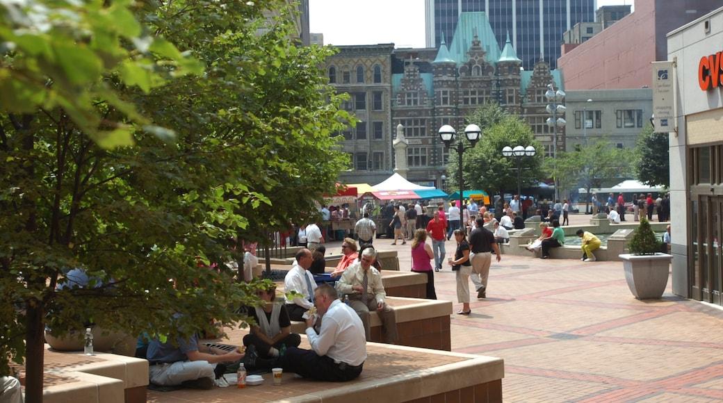Dayton inclusief een plein, een stad en buiten eten