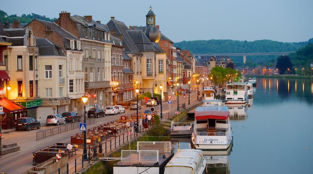 Dinant mostrando località costiera, piccola città o villaggio e tramonto