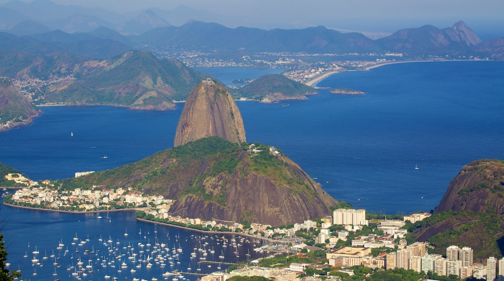 Corcovado showing mountains