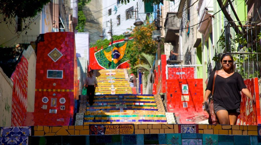 Escalera de Selarón mostrando arte al aire libre