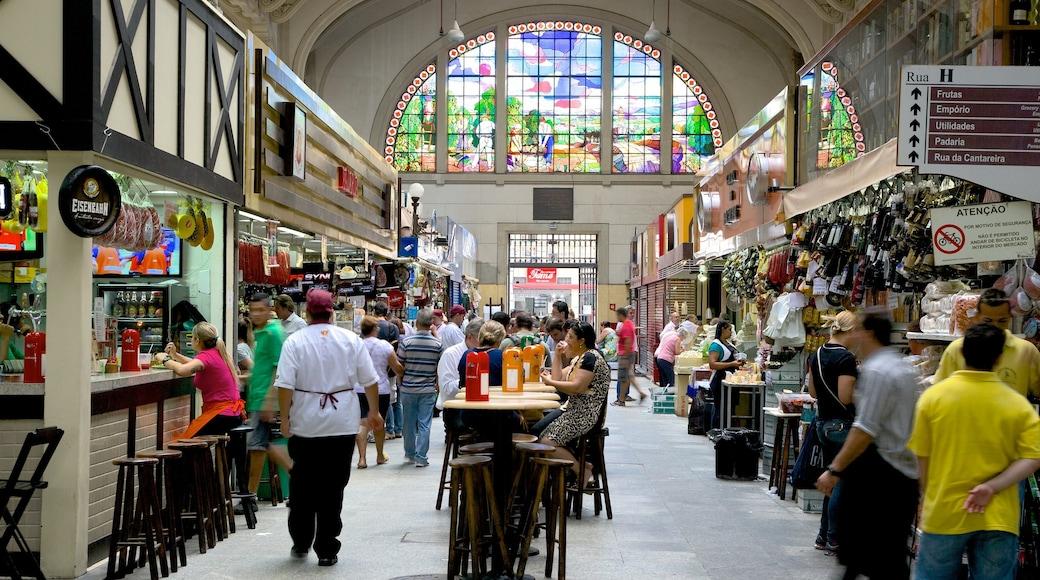 Mercado Municipal caracterizando cenas de cafeteria, mercados e vistas internas