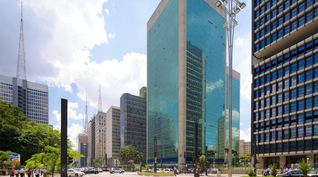 Paulista Avenue ofreciendo arquitectura moderna y una ciudad