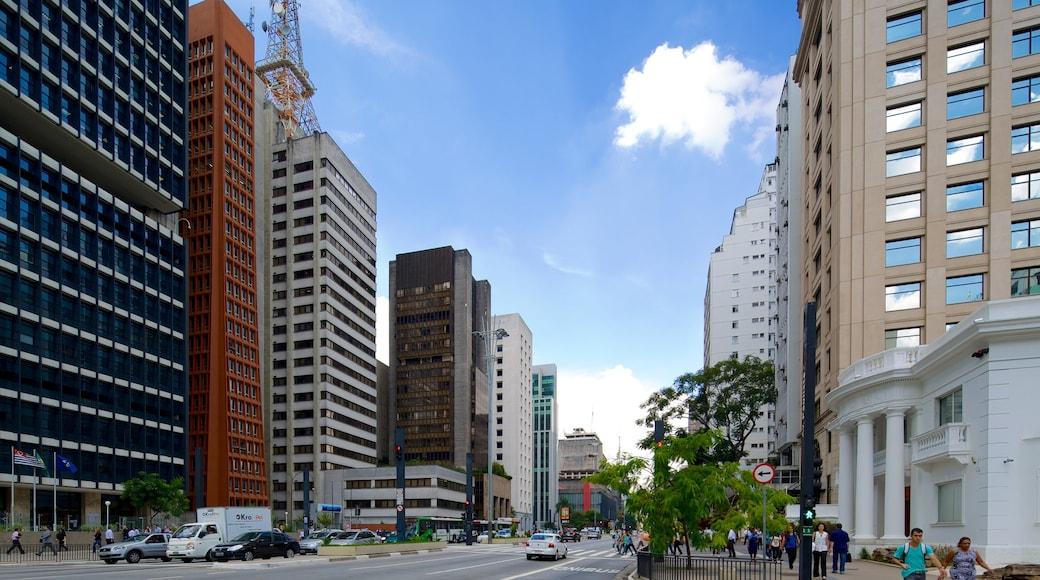 Paulista Avenue que incluye una ciudad y imágenes de calles