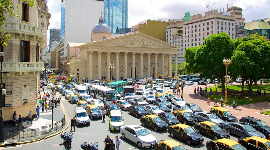 Cabildo 呈现出 城市 和 街道景色