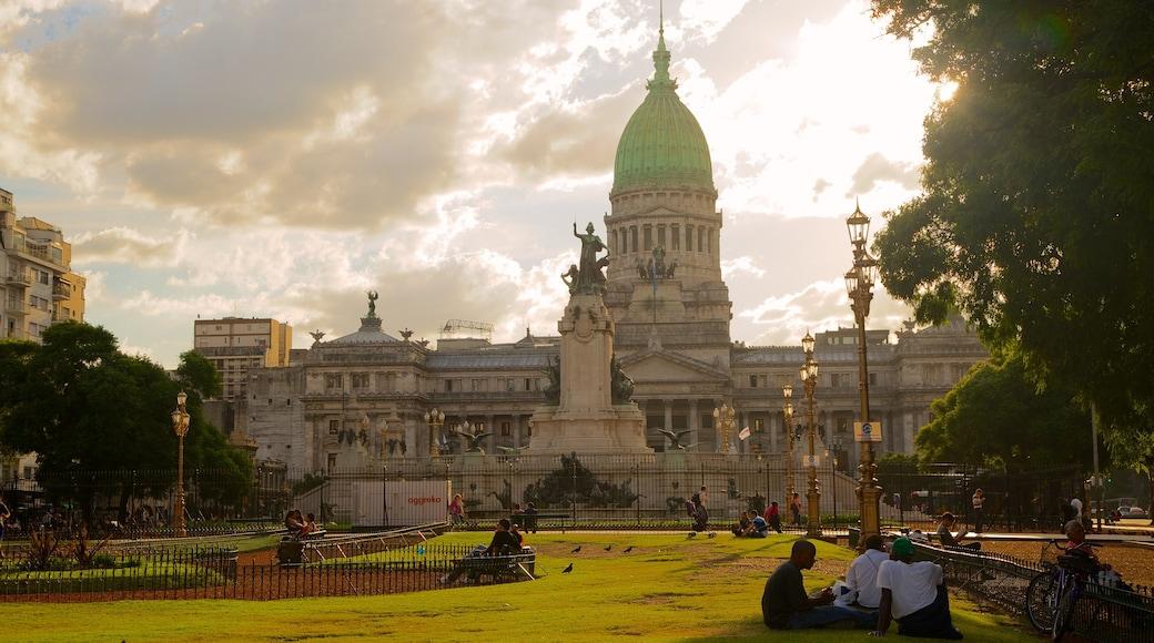 Argentiinan kansalliskongressi johon kuuluu vanha arkkitehtuuri ja puisto