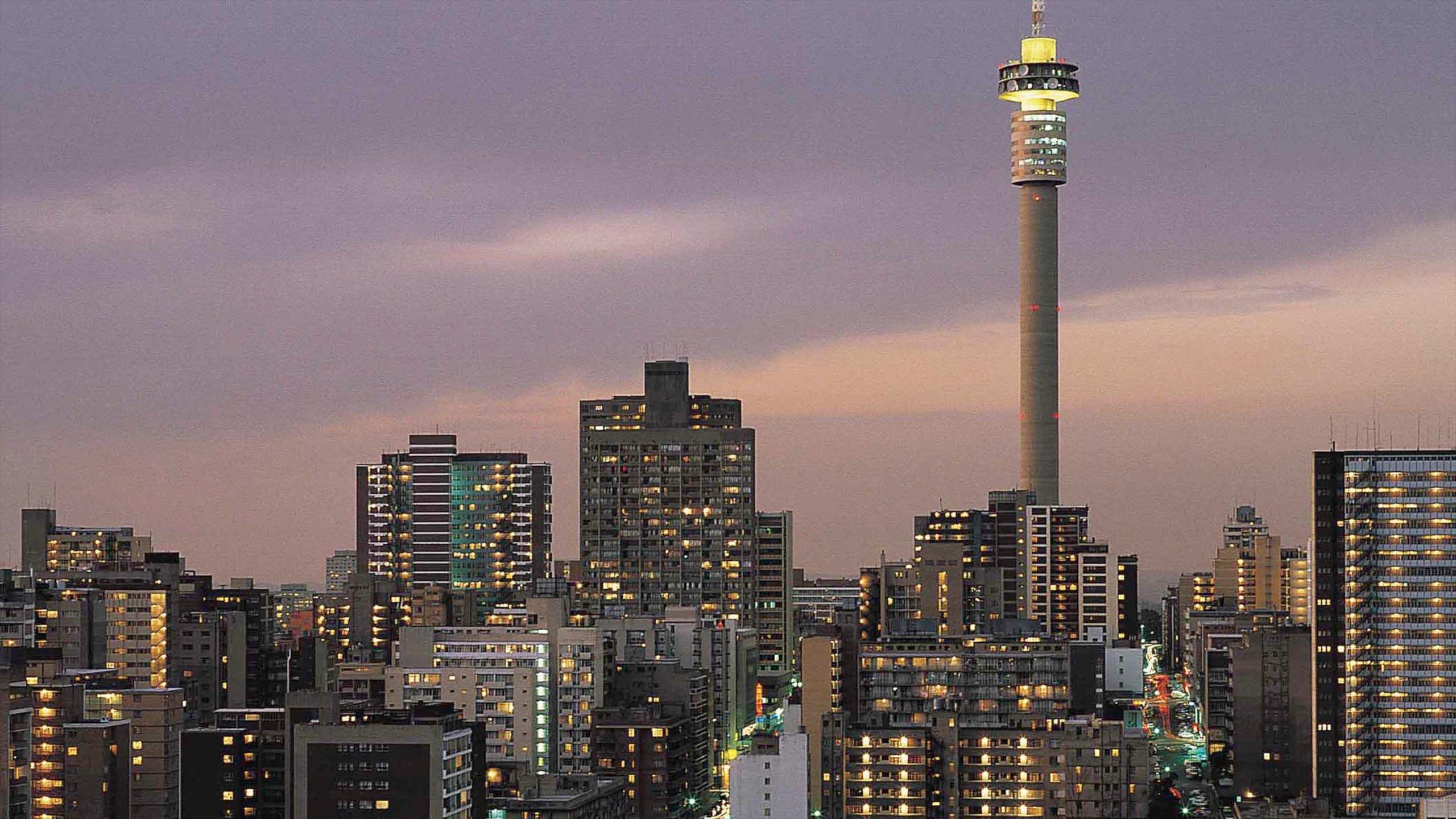Johannesburgo que incluye una ciudad, horizonte y arquitectura moderna