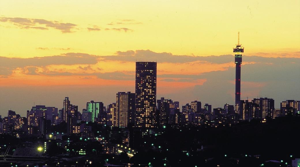 約翰尼斯堡 其中包括 高樓大廈, 夕陽 和 城市
