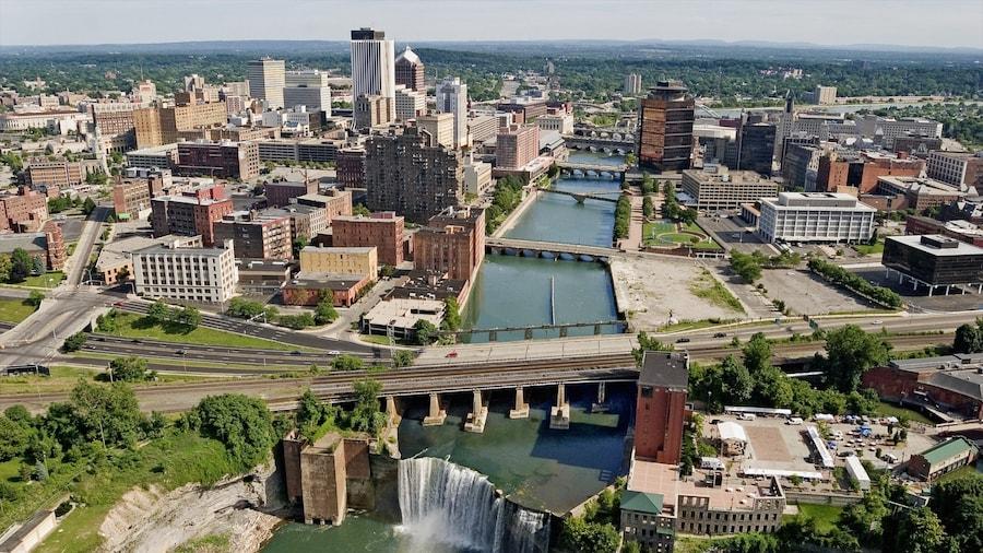 Rochester joka esittää silta, joki tai puro ja kaupunki