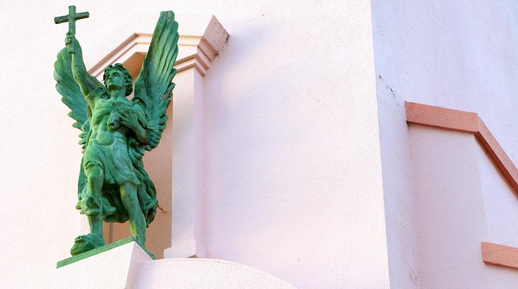 Mission San Rafael Arcángel das einen religiöse Elemente und Statue oder Skulptur