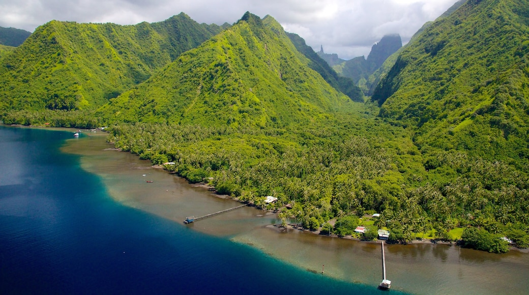 Tahiti which includes general coastal views and mountains