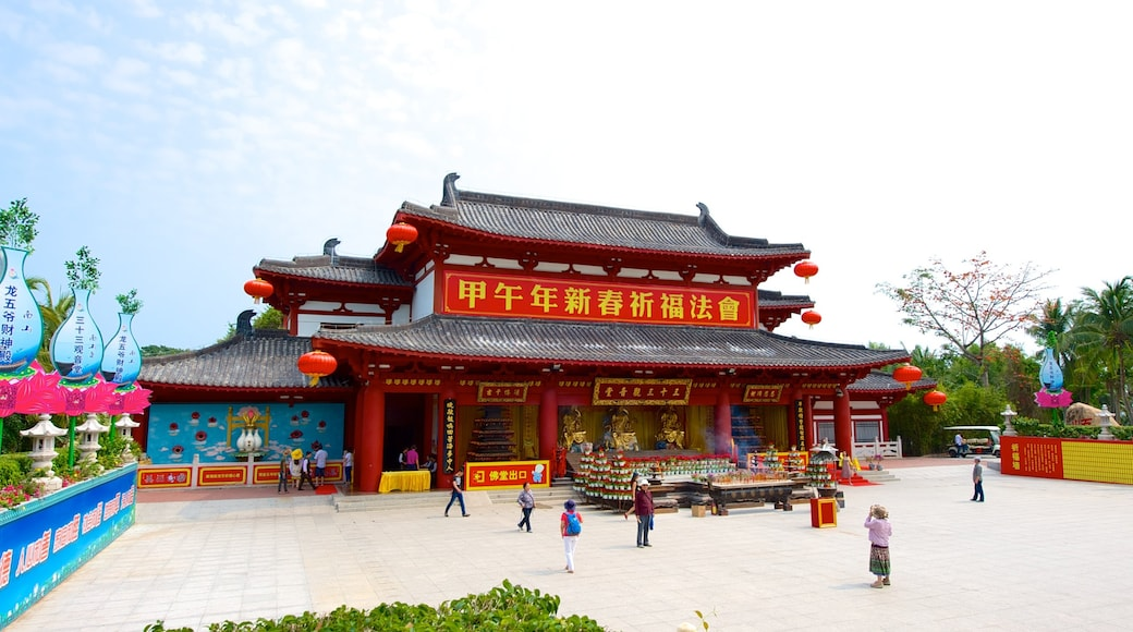 Nanshan Temple 设有 宗教元素, 廣場 和 廟宇或禮拜堂