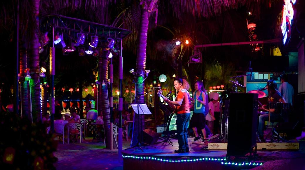 大東海海灘 设有 表演藝術, 音樂 和 夜景