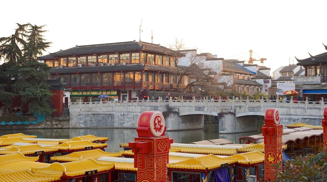 夫子廟 其中包括 歷史建築, 廟宇或禮拜堂 和 夕陽