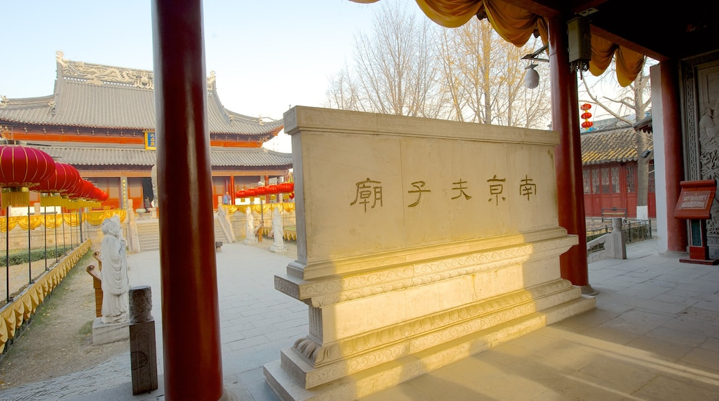 Temple of Confucius which includes signage, a temple or place of worship and religious aspects