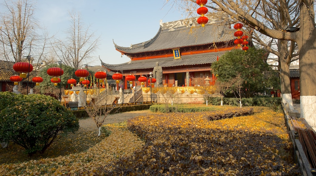 Temple of Confucius which includes a temple or place of worship, religious aspects and a garden