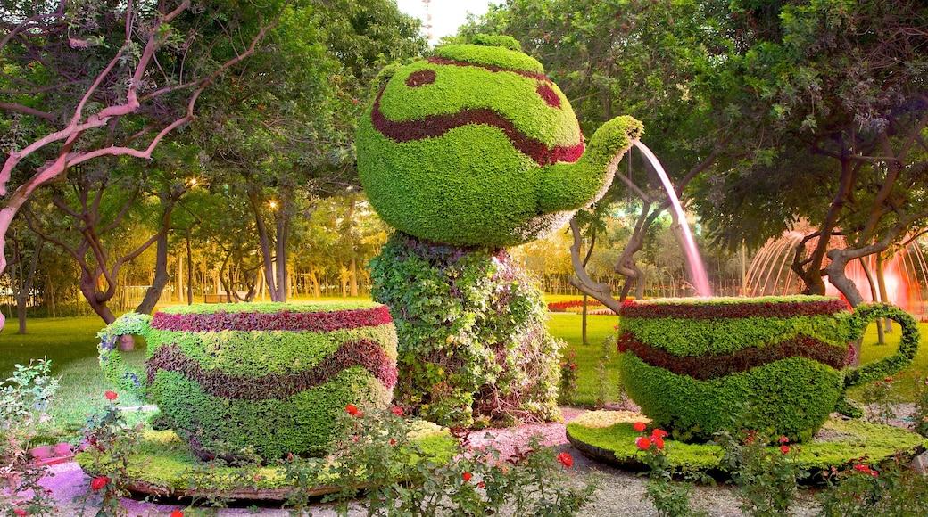 Parque de Exposiciones mostrando flores, arte al aire libre y un jardín