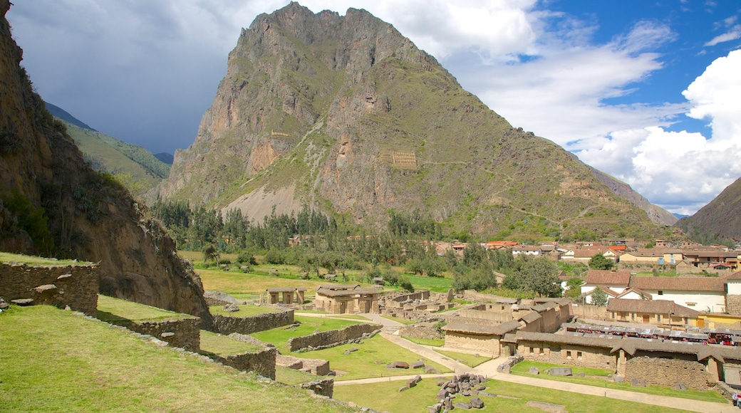 Cusco featuring mountains, landscape views and a small town or village