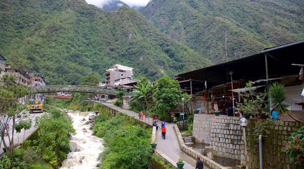 Cuzco caracterizando paisagem e uma cidade pequena ou vila