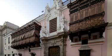 Downtown Lima featuring heritage architecture and street scenes
