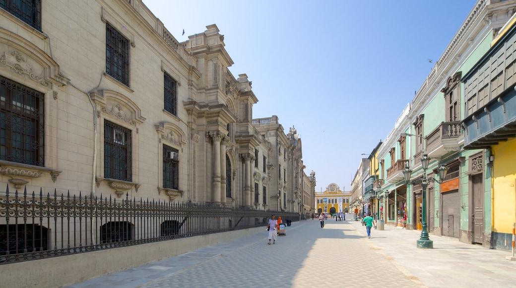 Plaza Mayor mostrando escenas urbanas