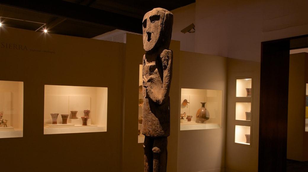 Museu do Larco caracterizando uma estátua ou escultura e vistas internas