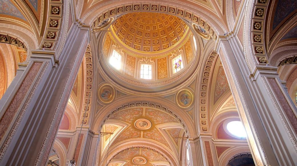Morelia ofreciendo vistas interiores, aspectos religiosos y una iglesia o catedral