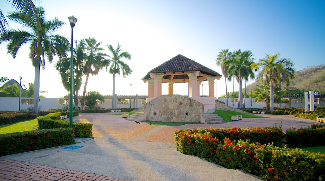 Chahue Beach which includes a park
