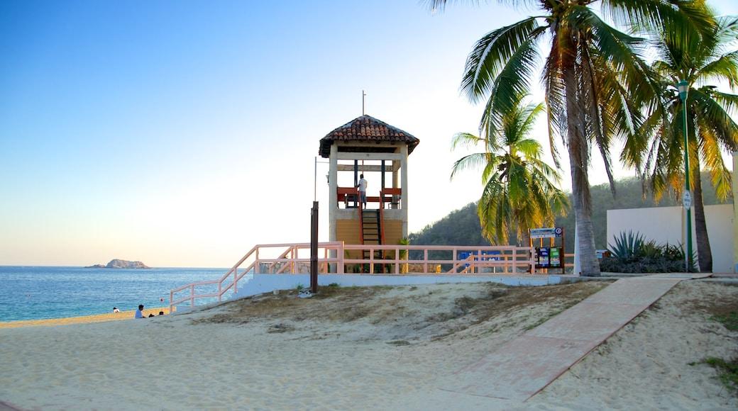 Praia de Chahue caracterizando cenas tropicais e uma praia