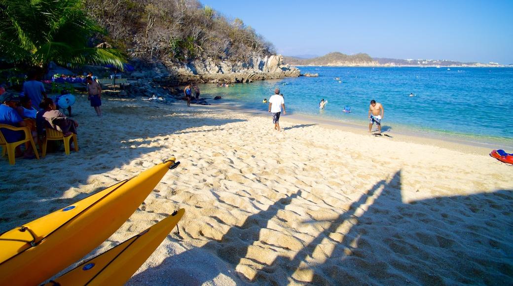 Playa La Entrega mostrando vistas de paisajes y una playa de arena