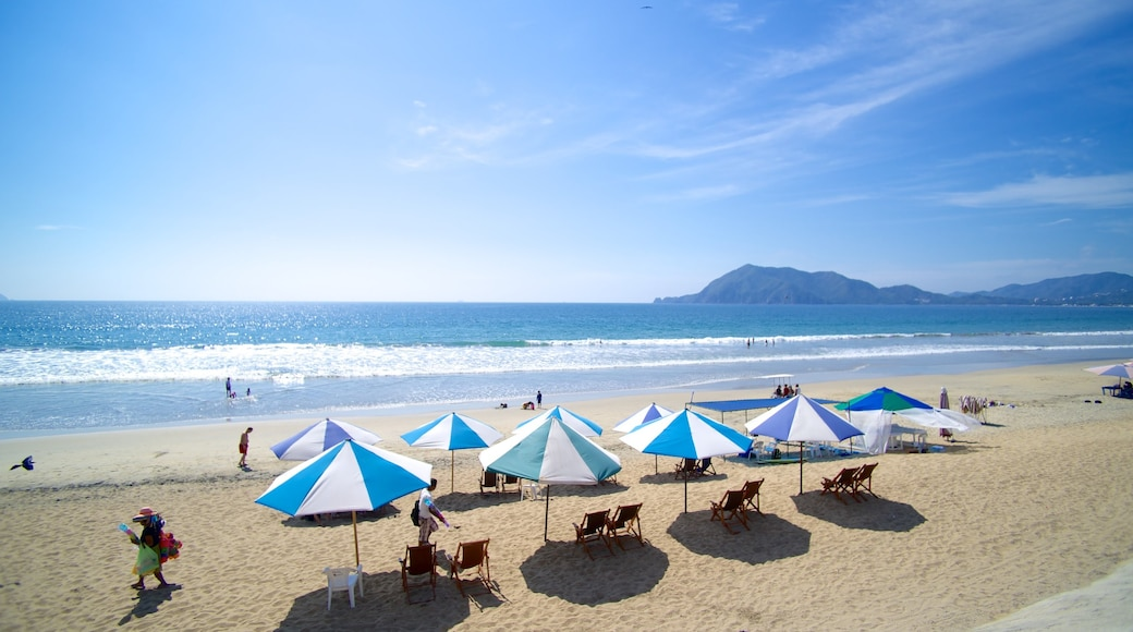 Oro Beach showing a beach and a luxury hotel or resort