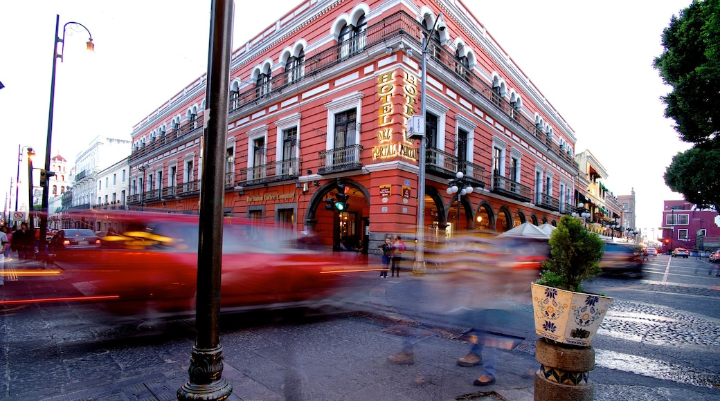 Puebla showing a city, street scenes and a hotel