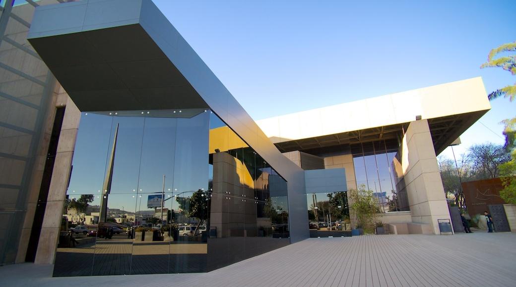 Kulturzentrum Tijuana welches beinhaltet moderne Architektur und Straßenszenen