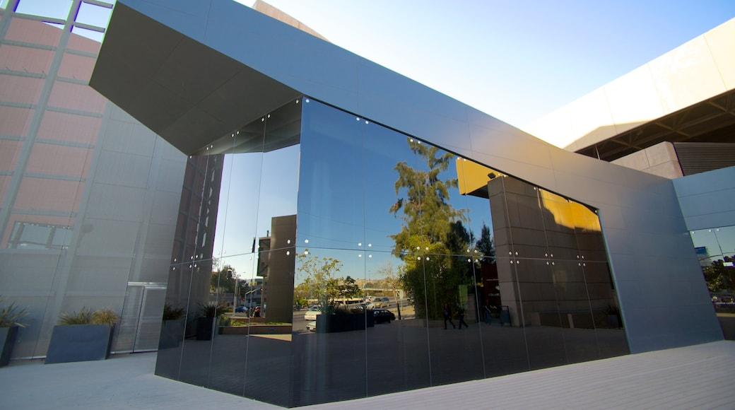 Centro Cultural Tijuana mostrando arquitectura moderna