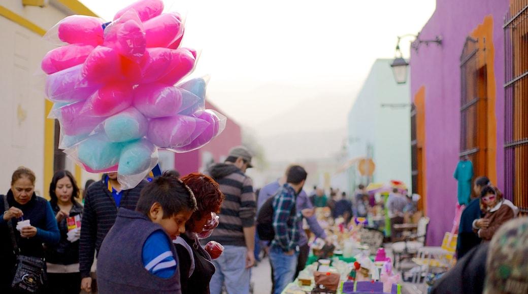 Barrio Antiguo ofreciendo mercados, comida y una ciudad