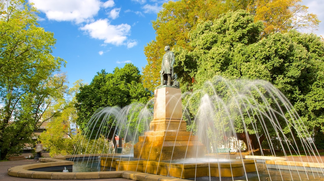 Franklin Square showing a square or plaza and a fountain