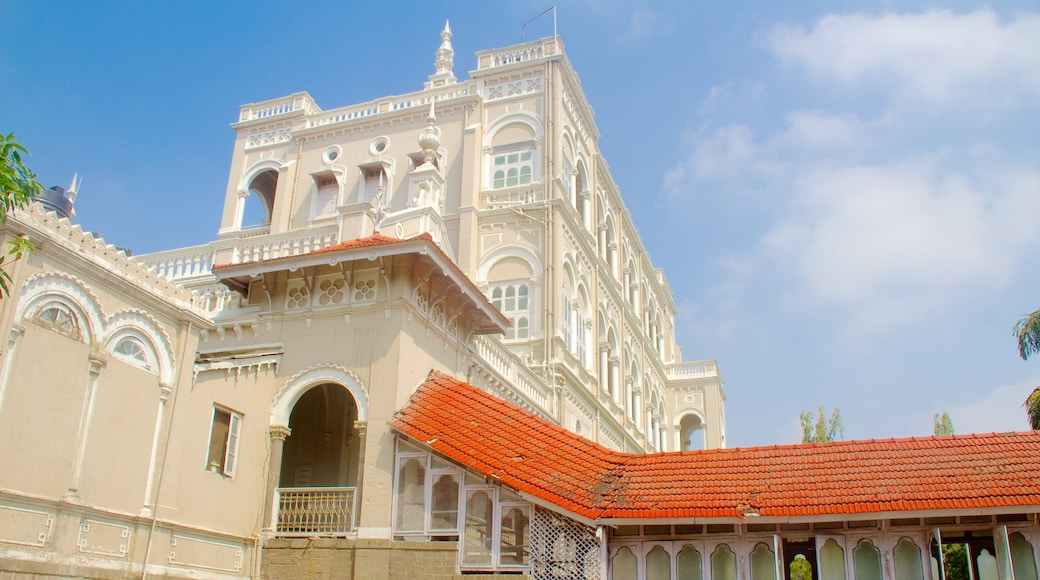 Aga Khan Palace showing heritage architecture and a castle