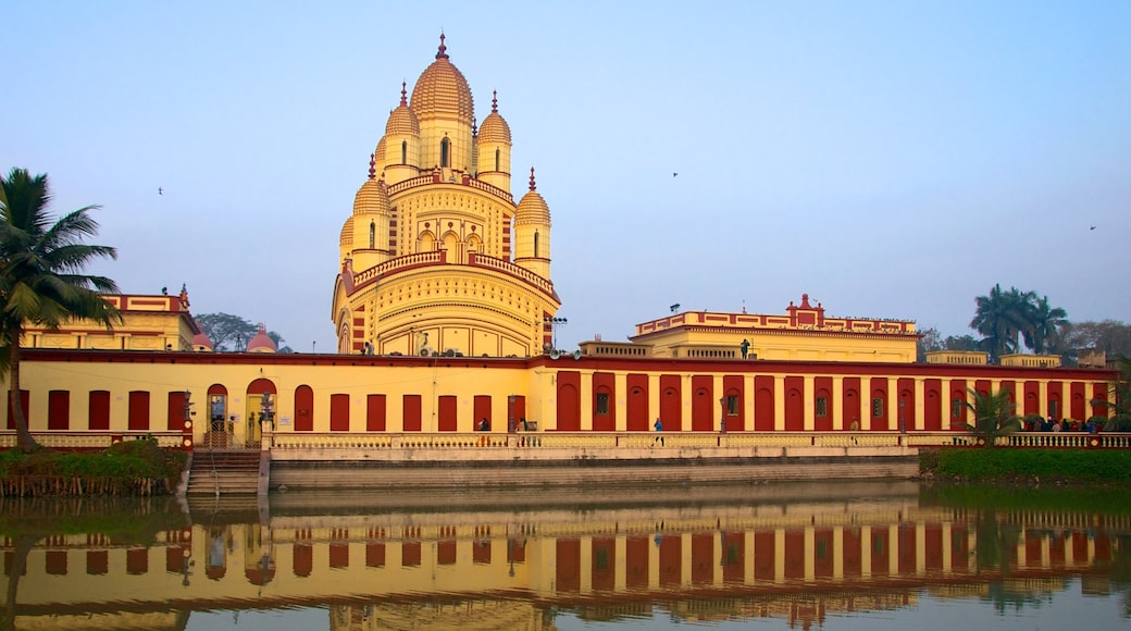 Dakshineswar Kali Temple featuring religious aspects, a temple or place of worship and a city