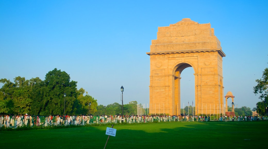 India Gate featuring a memorial, a monument and a park