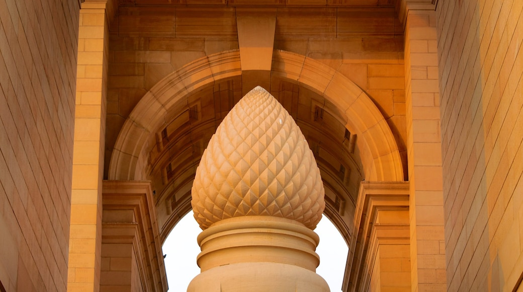 India Gate featuring a memorial and heritage architecture