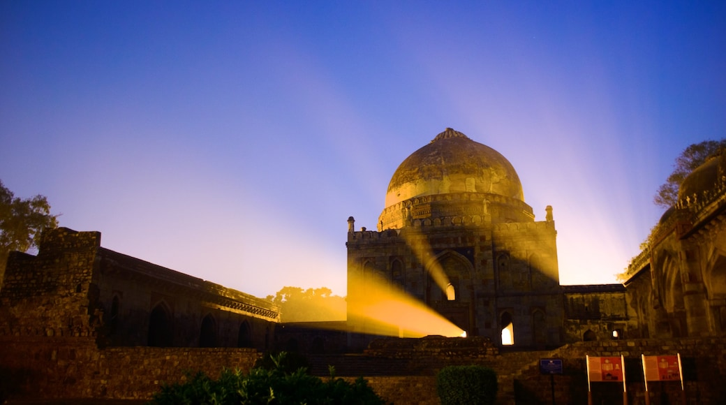 Lodhi Garden which includes a sunset and heritage elements