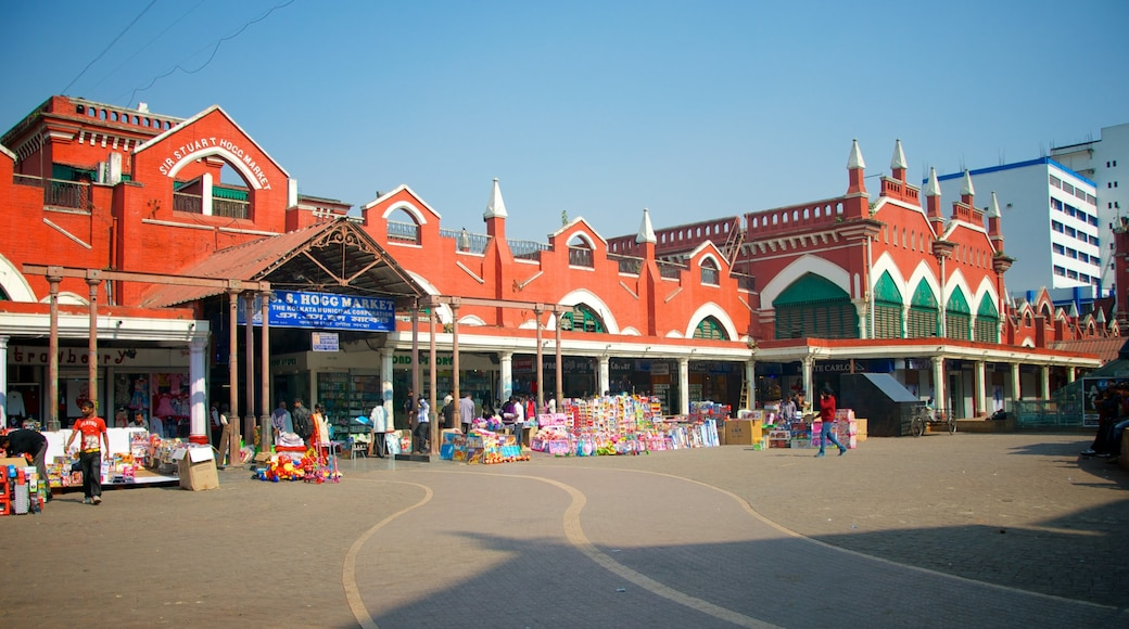 New Market showing signage, a square or plaza and markets