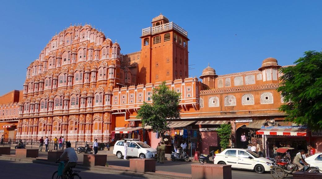 Hawa Mahal mostrando escenas urbanas, una ciudad y patrimonio de arquitectura