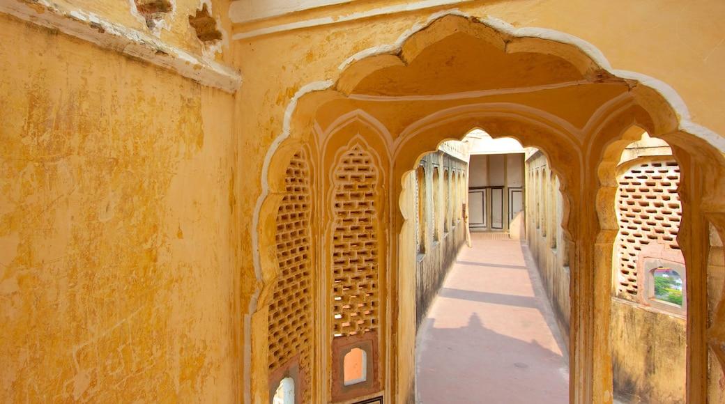 Hawa Mahal ofreciendo patrimonio de arquitectura y vistas interiores