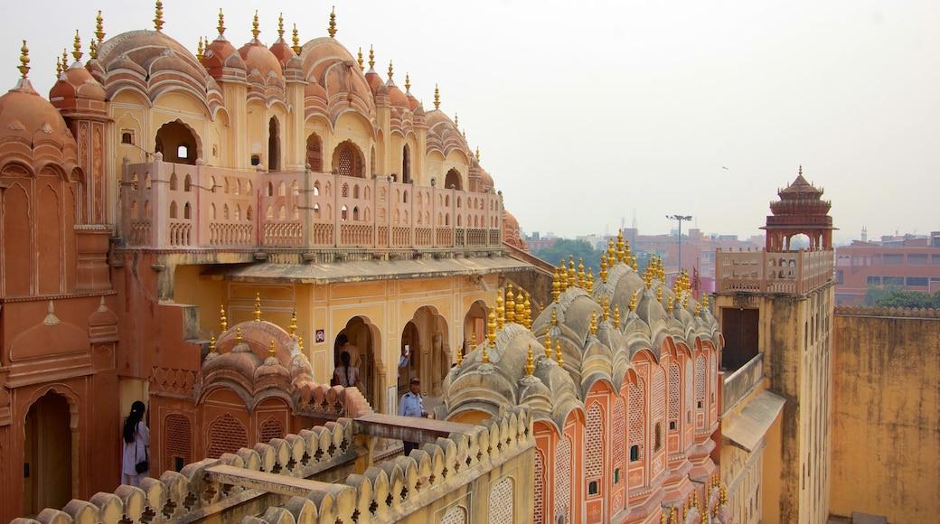 Hawa Mahal ofreciendo patrimonio de arquitectura, un castillo y una ciudad