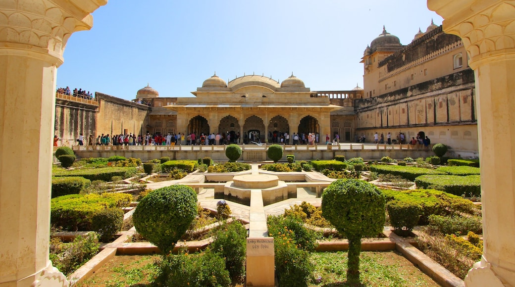 Amber Fort showing a garden, château or palace and heritage architecture