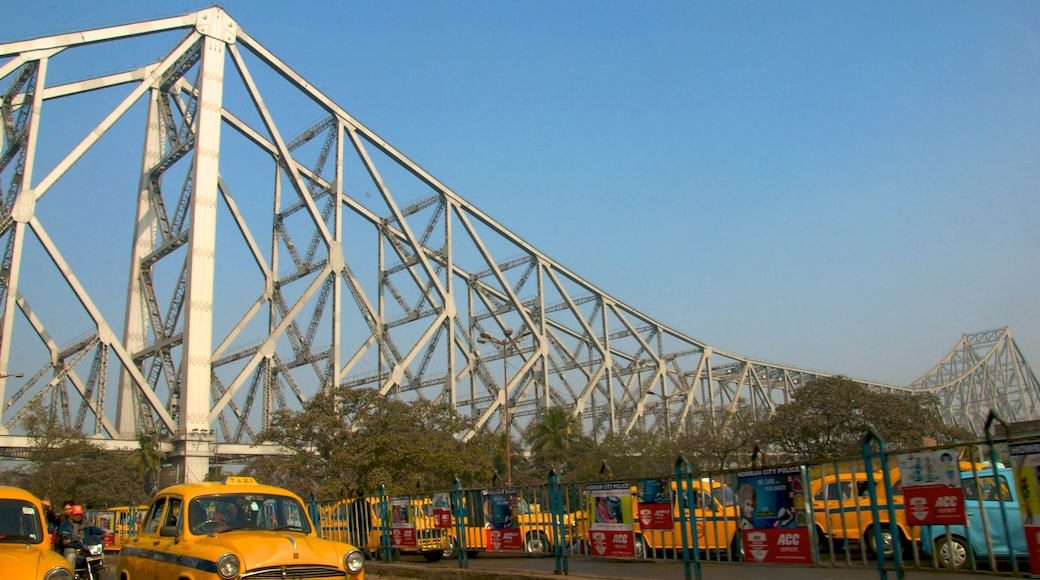 Howrah Bridge showing street scenes, a bridge and a city
